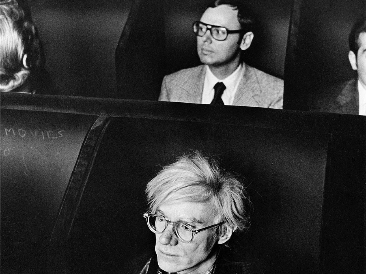 Andy Warhol, 1970 im Invisible Cinema, New York (Anthology Film Archives, Stills Collection)